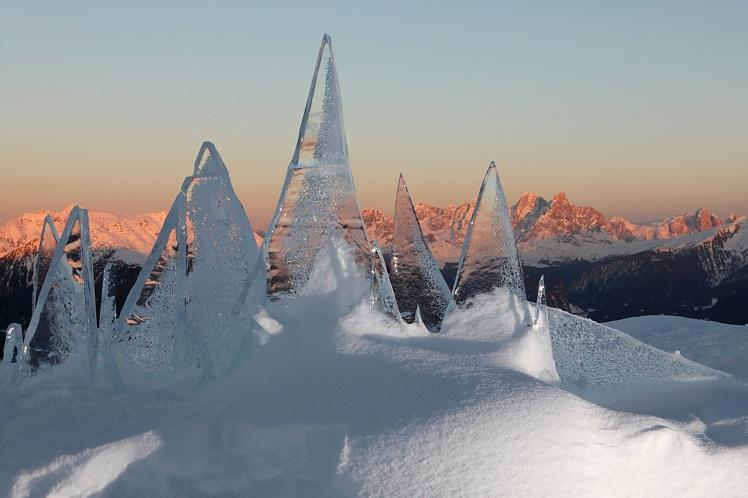 Ice Skyline Dolomiti opera di Marco Nones - foto Eugenio Del Pero