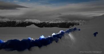un'onda di neve increspa e scivola installazione di Marco Nones - foto Pierluigi Orler