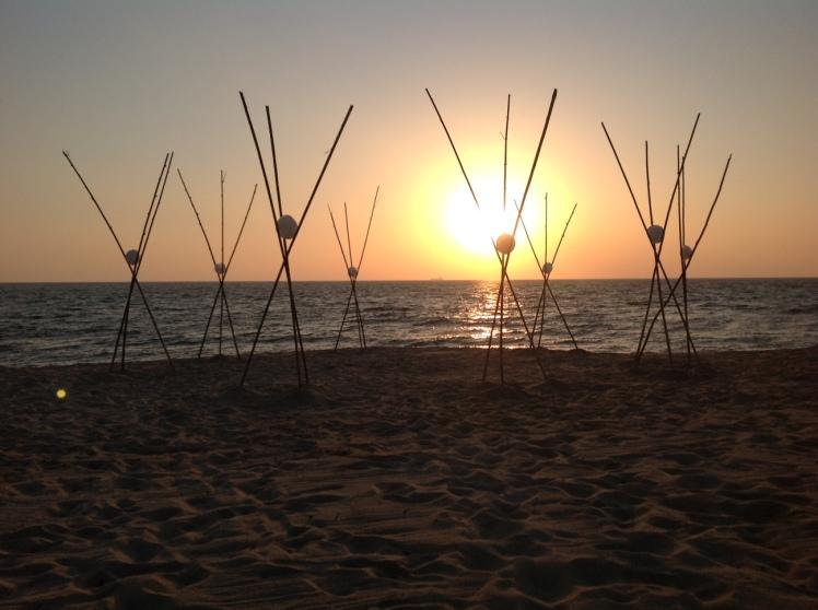 Uova d'acqua, installazione creata da Marco Nones sulla spiaggia delle DUNE BLU nel 2012