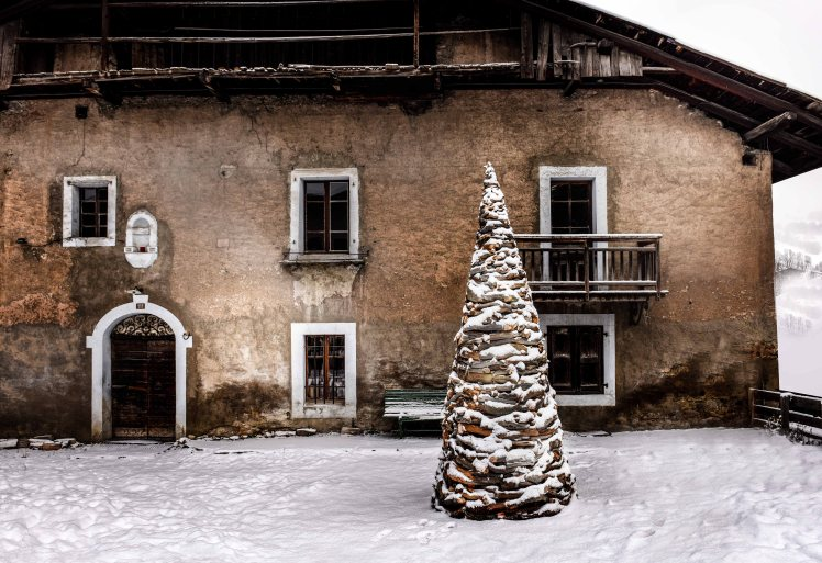 Root Cone by Marco Nones ph Gilles Pernet - Megève - Gallery Armel Soyer Alps